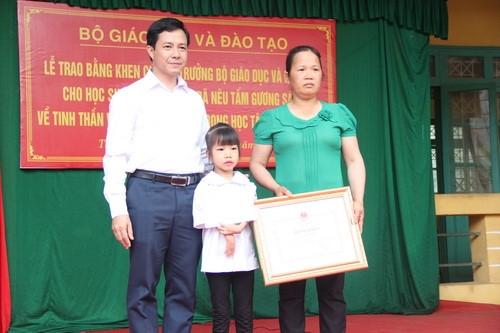 Học sinh khuyết tật chân, tay được Bộ GD&ĐT tặng Bằng khen - Ảnh minh hoạ 5
