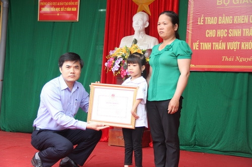 Học sinh khuyết tật chân, tay được Bộ GD&ĐT tặng Bằng khen