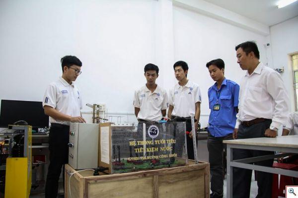 Hệ thống tưới tiêu tiết kiệm nước của sinh viên Khoa Kỹ thuật & Công nghệ