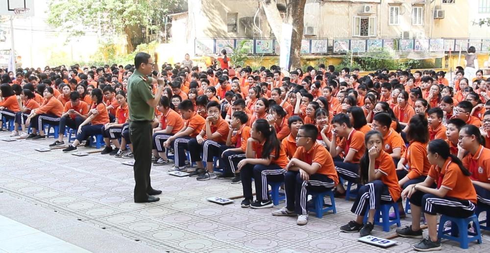 """Trường THCS Nguyễn Trãi tổ chức chương trình học ngoại khóa """"Phòng chống tội phạm"""""""