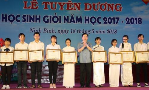 Ninh Bình tuyên dương Học sinh giỏi năm học 2017 - 2018 - Ảnh minh hoạ 2