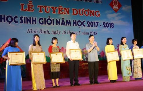 Ninh Bình tuyên dương Học sinh giỏi năm học 2017 - 2018 - Ảnh minh hoạ 3