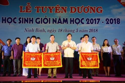 Ninh Bình tuyên dương Học sinh giỏi năm học 2017 - 2018 - Ảnh minh hoạ 4
