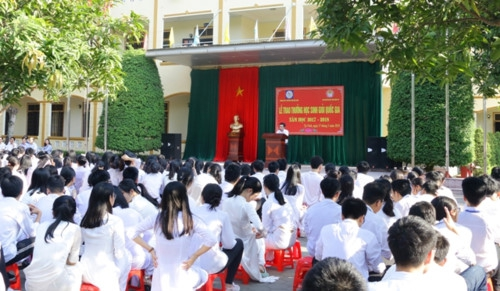 Trao thưởng học sinh, giáo viên Trường THPT chuyên Phan Bội Châu - Ảnh minh hoạ 2