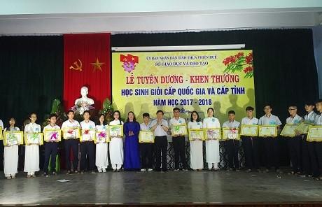 Thừa Thiên - Huế: Tuyên dương, khen thưởng học sinh giỏi năm 2017 – 2018