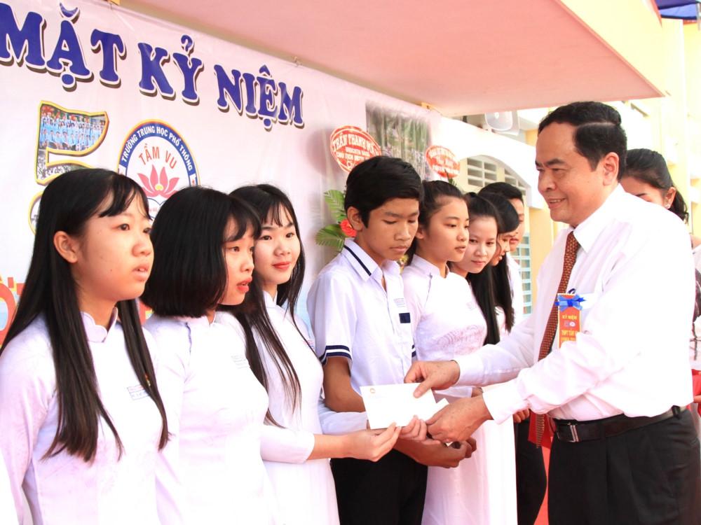 """""""Mặt trận Tổ quốc Việt Nam luôn đồng hành cùng sự nghiệp GD-ĐT"""""""