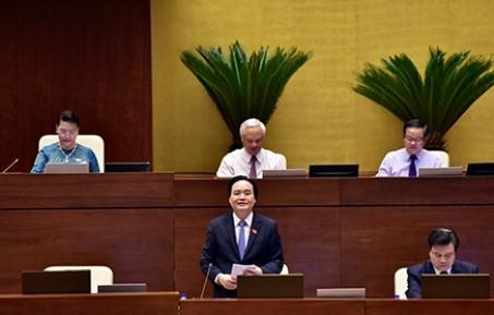 Bộ trưởng Bộ GD&ĐT Phùng Xuân Nhạ trả lời chất vấn trước Quốc hội