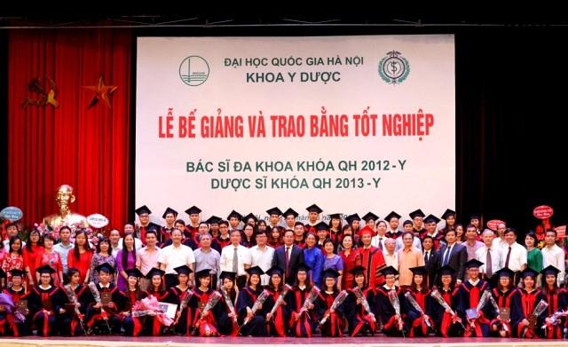 Khoa Y Dược ĐHQG Hà Nội trao bằng Tốt nghiệp cho Bác sĩ Đa khoa và Dược sĩ