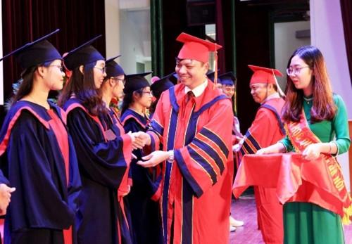 Khoa Y Dược ĐHQG Hà Nội trao bằng Tốt nghiệp cho Bác sĩ Đa khoa và Dược sĩ - Ảnh minh hoạ 2