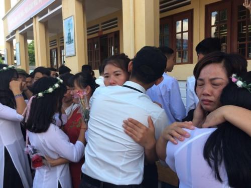 Sở GD&ĐT Lào Cai trực tiếp hướng dẫn, chỉ đạo tổ chức lễ tri ân, trưởng thành - Ảnh minh hoạ 7