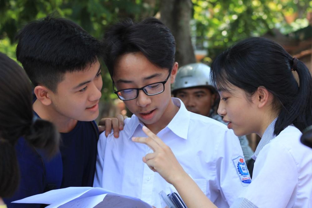 Thi vào 10 tại Nghệ An: Nhiều tâm trạng sau buổi thi cuối cùng môn Toán
