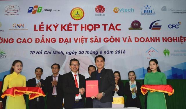Trường Cao đẳng Đại Việt Sài Gòn cùng Doanh nghiệp thực hiện cam kết việc làm với sinh viên