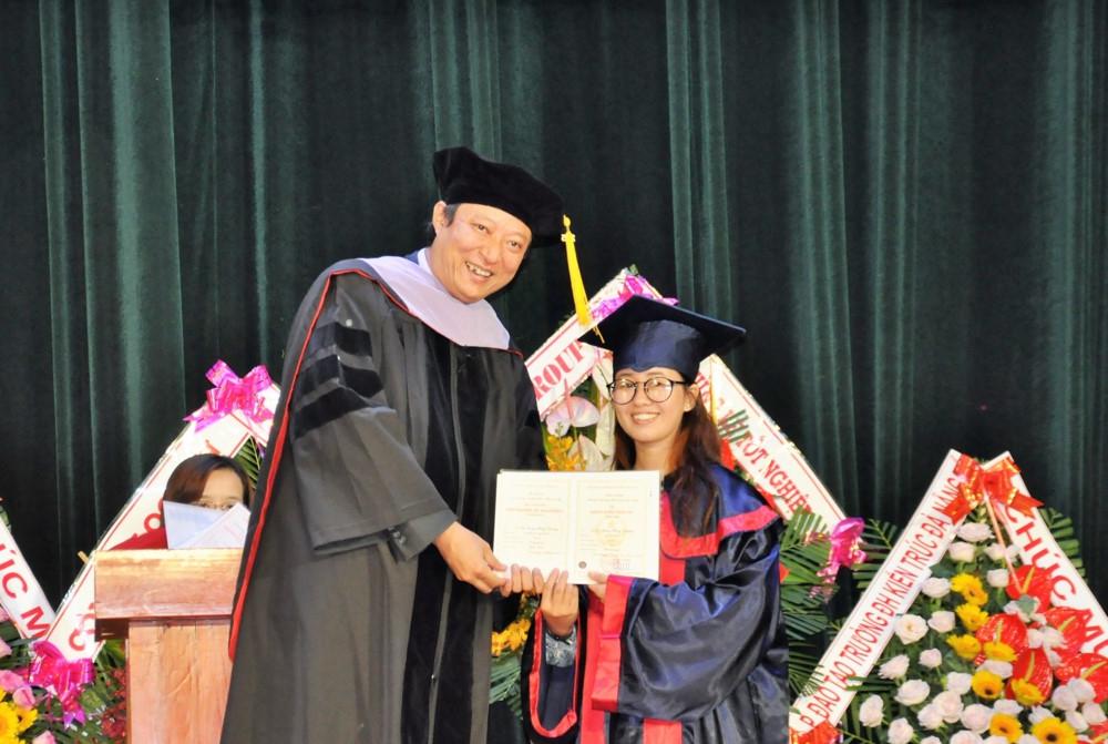 Trường ĐH Kiến trúc Đà Nẵng: 882 sinh viên nhận bằng tốt nghiệp