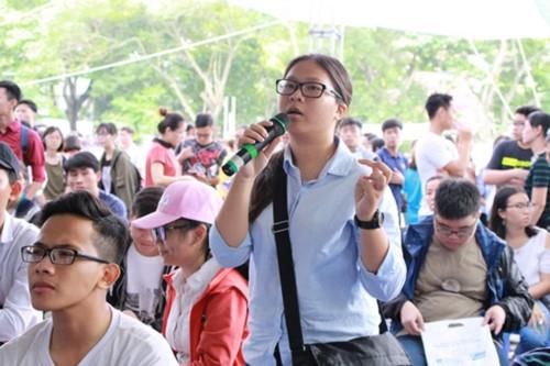 Hàng ngàn thí sinh tham dự ngày hội tư vấn xét tuyển ĐH-CĐ tại TPHCM - Ảnh minh hoạ 3