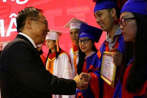 Đại học Quốc tế Hồng Bàng (HIU): 777 tân cử nhân nhận bằng bằng tốt nghiệp - Ảnh minh hoạ 2