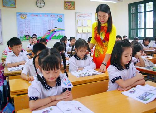 Hà Nội yêu cầu trường không thu gộp nhiều khoản thu đầu năm học