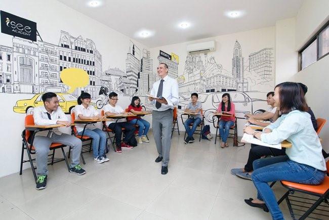 Giám đốc trung tâm ngoại ngữ-tin học phải có bằng đại học