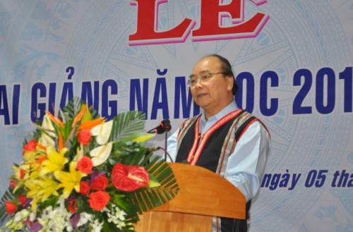 Thủ tướng Nguyễn Xuân Phúc: Sự nghiệp giáo dục, phát triển đất nước là sự nghiệp chung của 54 dân tộc anh em - Ảnh minh hoạ 2