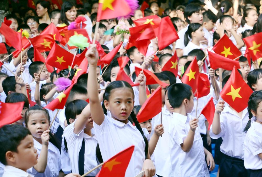 Hôm nay (5/9) học sinh cả nước nô nức khai giảng năm học mới