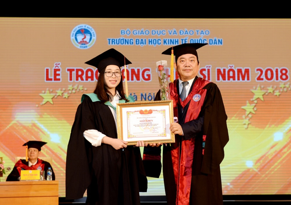 437 tân thạc sĩ Trường ĐH Kinh tế Quốc dân nhận bằng tốt nghiệp