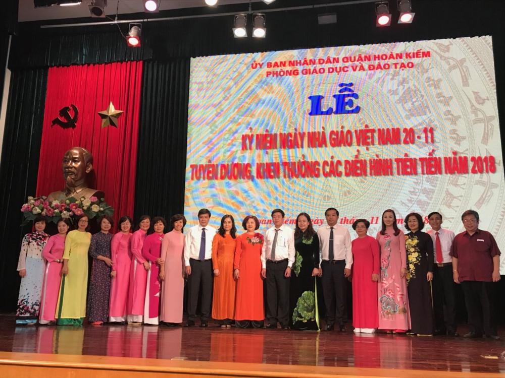 Ngành GD-ĐT Hoàn Kiếm (Hà Nội) tuyên dương, khen thưởng điển hình tiên tiến năm 2018