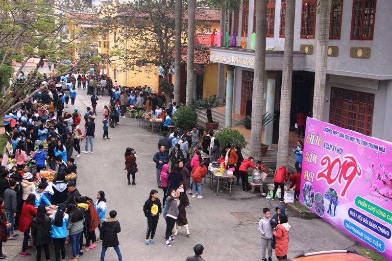 Tổ chức phiên chợ vùng cao giữa lòng thành phố