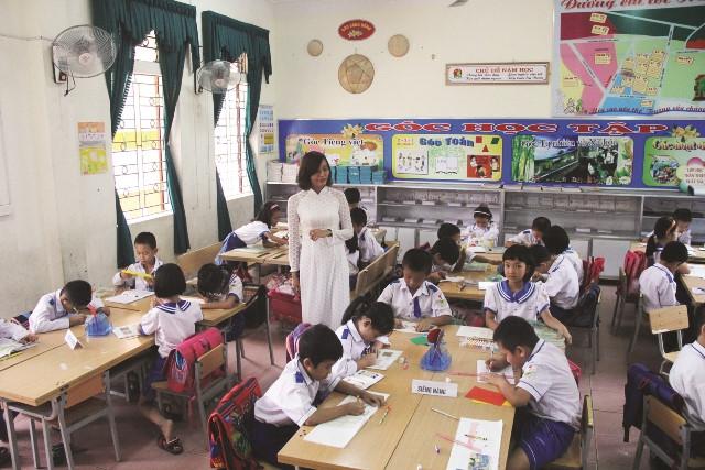 Chương trình giáo dục phổ thông mới: Sớm thay đổi thói quen chỉ dựa vào SGK