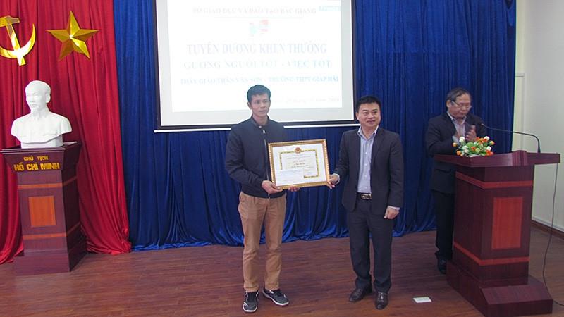 Bắc Giang tặng giấy khen thầy giáo cứu người gặp nạn