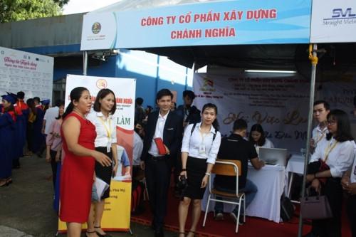 Hơn 1.600 sinh viên Trường ĐH Thủ Dầu Một nhận bằng tốt nghiệp - Ảnh minh hoạ 4