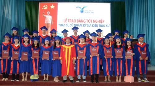 Hơn 1.600 sinh viên Trường ĐH Thủ Dầu Một nhận bằng tốt nghiệp - Ảnh minh hoạ 2