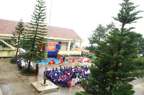 Kon Tum: Hàng trăm học sinh đội mưa dự khai giảng muộn - Ảnh minh hoạ 5