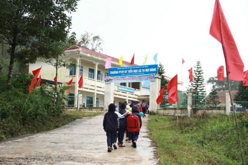 Kon Tum: Hàng trăm học sinh đội mưa dự khai giảng muộn - Ảnh minh hoạ 4
