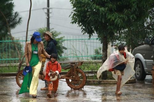 Kon Tum: Hàng trăm học sinh đội mưa dự khai giảng muộn - Ảnh minh hoạ 8