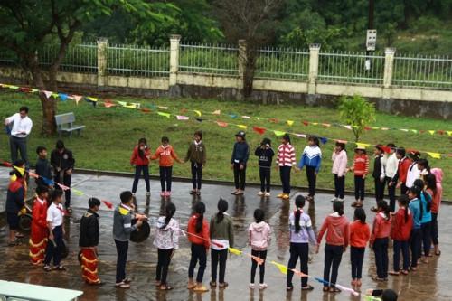 Kon Tum: Hàng trăm học sinh đội mưa dự khai giảng muộn - Ảnh minh hoạ 6