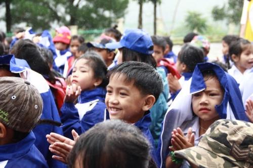 Kon Tum: Hàng trăm học sinh đội mưa dự khai giảng muộn - Ảnh minh hoạ 7