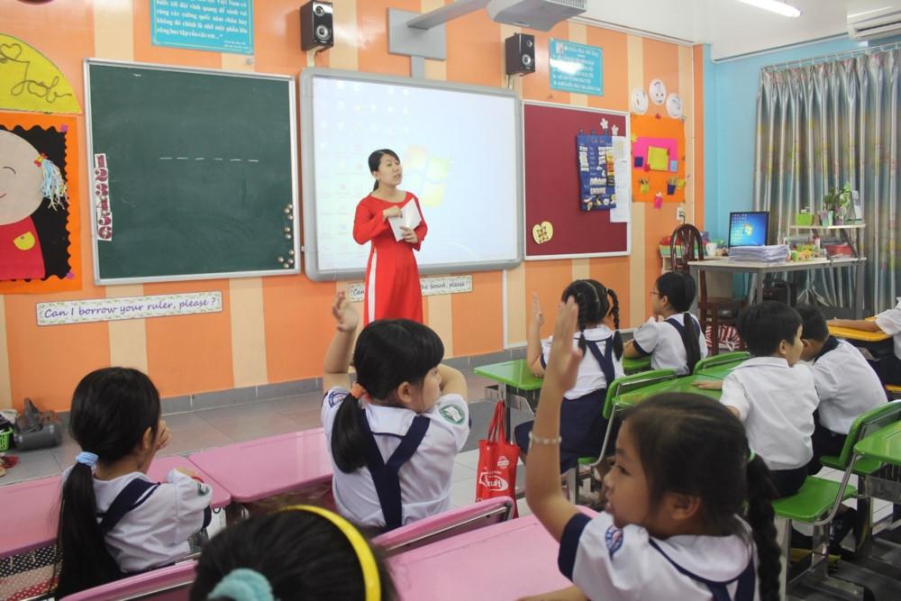 Bài 1: Trường vùng cao thiếu giáo viên nhiều môn học