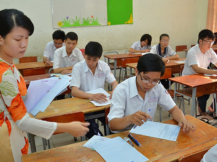 Thi tốt nghiệp THPT: 2 cán bộ coi thi cùng phòng thi phải công tác khác trường