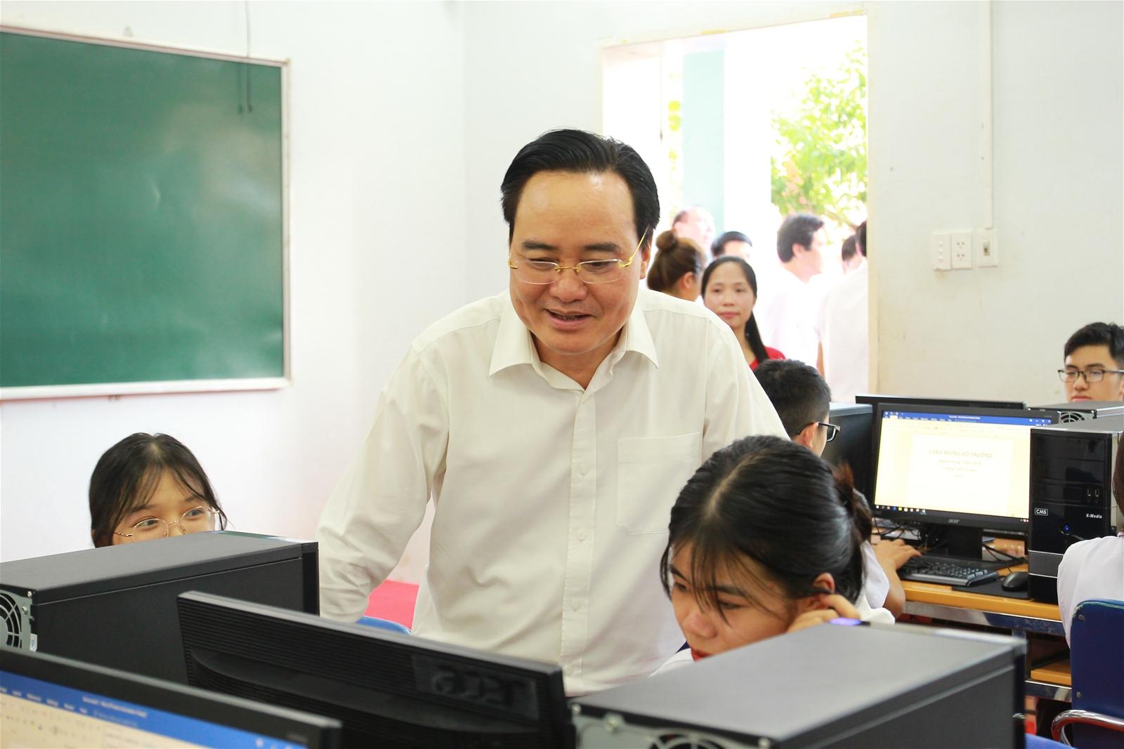 Bộ trưởng Phùng Xuân Nhạ thăm và làm việc tại trường THPT Tô Hiệu, Sơn La - Ảnh minh hoạ 3